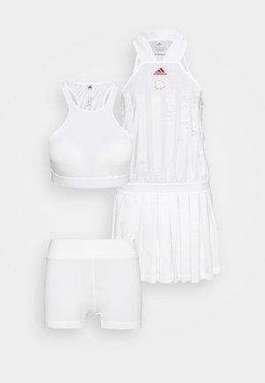 ALL IN ONE - Robe de sport - white/scarlett