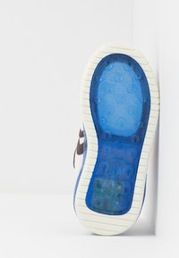 Geox - INEK BOY - Zapatillas - white/royal - 4