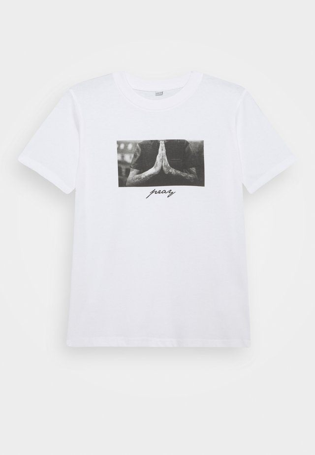 PRAY TEE - T-shirts med print - white