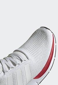 adidas Originals - SWIFT RUN RUNNING-STYLE SHOES - Trainers - white - 6
