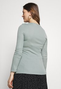Dorothy Perkins Maternity - MATERNITY LONG SLEEVE CREW NECK - Long sleeved top - green