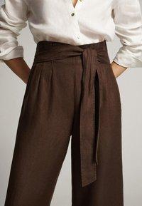 Massimo Dutti - CULOTTE AUS MIT BUNDFALTEN - Trousers - brown - 2