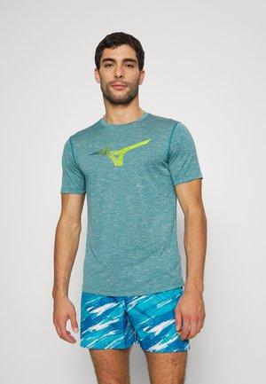 CORE GRAPHIC TEE - Print T-shirt - harbor blue