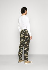 Dickies - EDWARDSPORT - Cargo trousers - olive/beige - 2