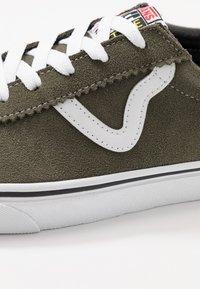 Vans - VANS SPORT - Sneakersy niskie - grape leaf/true white - 6