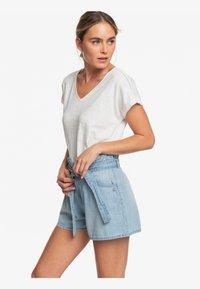 Roxy - SALENTO PLAYA - Denim shorts - light blue - 3