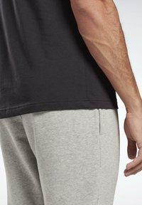 Reebok - VECTOR GRAPHIC SERIES ELEMENTS - T-shirt med print - black - 4