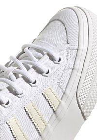 adidas Originals - NIZZA - Trainers - white - 6