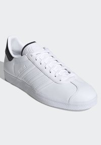 adidas Originals - GAZELLE - Trainers - white - 3