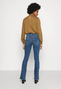 American Eagle - HI RISE ARTIST FLARE  - Flared Jeans - classic medium - 2