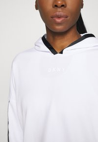 DKNY - CROPPED DROP SHOULDER HOODIE - Mikina - white - 5