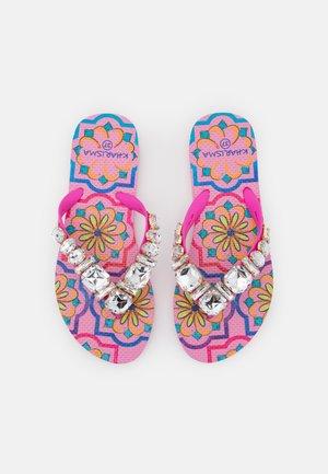 Sandály s odděleným palcem - fuxia/multicolor