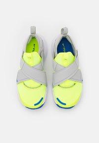 Nike Sportswear - FLEX ADVANCE BP UNISEX - Trainers - volt/game royal/grey fog - 3