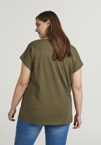 Zizzi - Basic T-shirt - green - 2