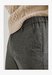 Massimo Dutti - LIMITED EDITI - Trousers - light grey - 3