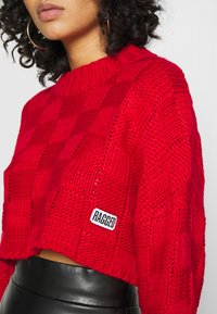 The Ragged Priest - CHUNKY WAFFLE STITCH SUPER CROPPED  - Jumper - red - 5