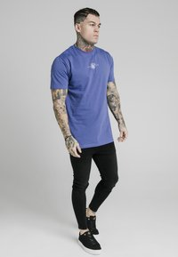 SIKSILK - SQUARE HEM TEE - Basic T-shirt - blue - 1