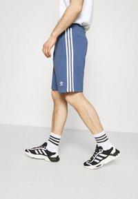 adidas Originals - 3 STRIPE UNISEX - Tracksuit bottoms - crew blue - 3