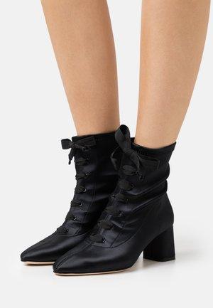 PIERA - Šněrovací kotníkové boty - noir