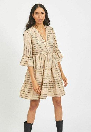 VIETNA 3/4 DRESS - Day dress - humus