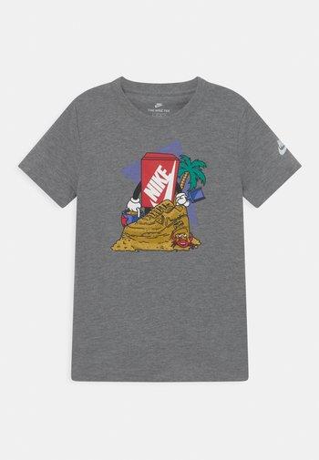 SAND CASTLE UNISEX - Print T-shirt - carbon heather
