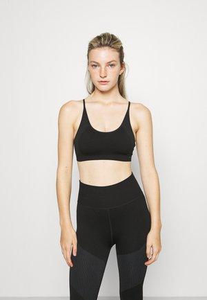 LOW IMPACT STRAPPY SEAMLESS BRA - Light support sports bra - black