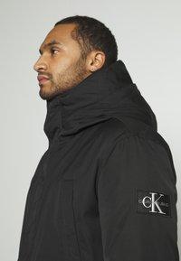 Calvin Klein Jeans - FAKE DOWN TECHNICAL  - Parka - black - 4