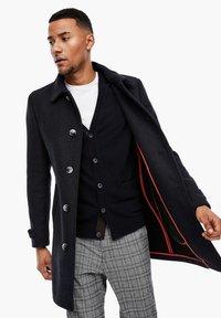 s.Oliver BLACK LABEL - MET GEWEVEN STRUCTUUR - Classic coat - dark blue dobby - 0