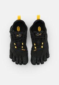 Vibram Fivefingers - V-TRAIL 2.0 - Minimalistické běžecké boty - black - 3