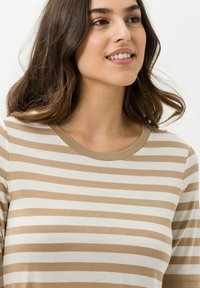 BRAX - STYLE COLETTE - Print T-shirt - sand - 3