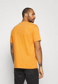 Napapijri The Tribe - PATCH UNISEX - Print T-shirt - yellow solar - 2