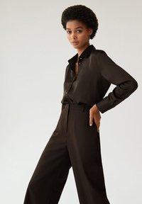 Mango - SATINI - Button-down blouse - schwarz - 3