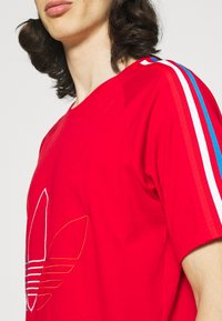 adidas Originals - FTO ADICOLOR PRIMEBLUE - Print T-shirt - scarlet - 4