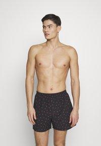 Pier One - VALENTINES 2 PACK - Boxer shorts - black/dark red - 0