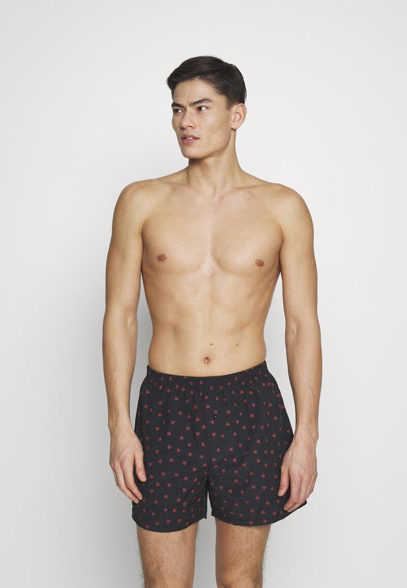 Pier One - VALENTINES 2 PACK - Boxer shorts - black/dark red