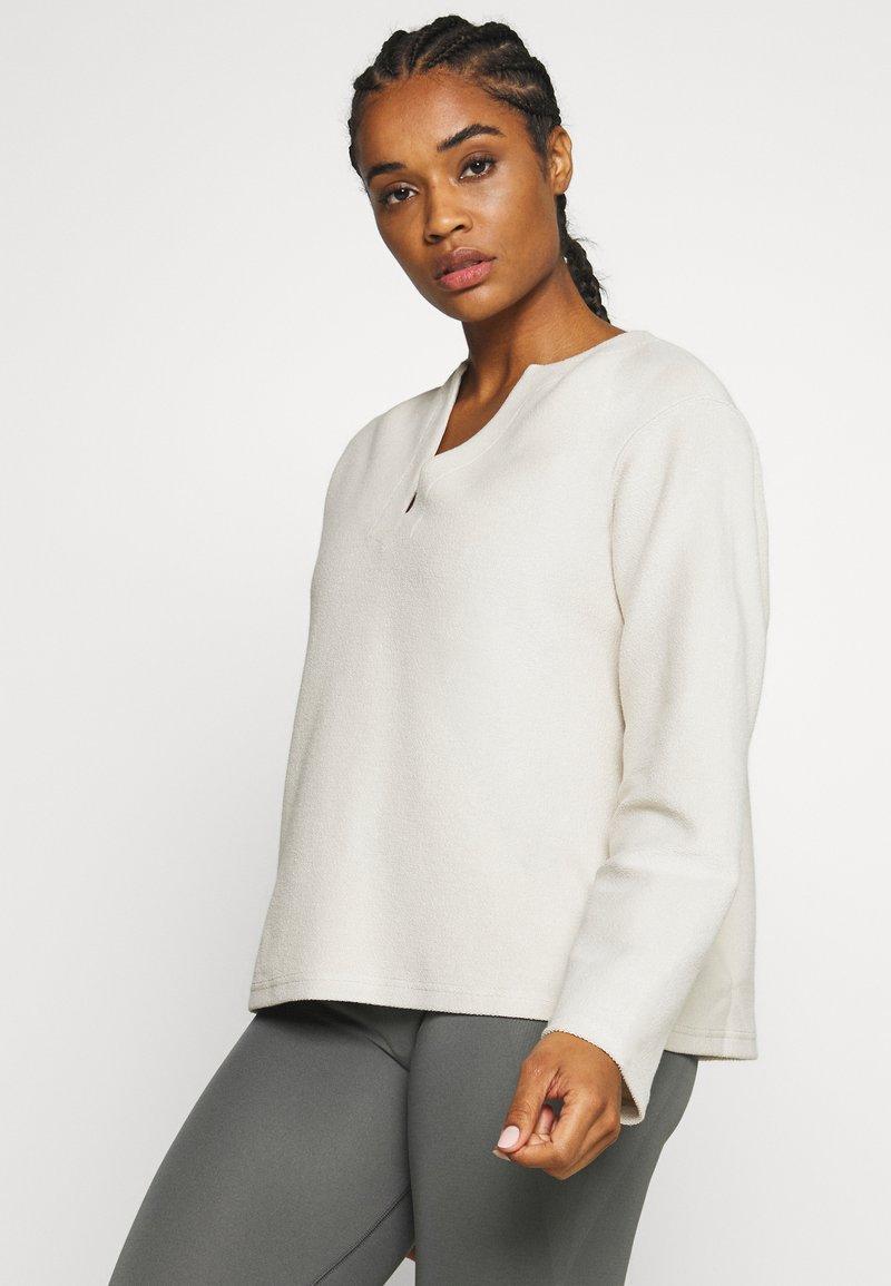 Filippa K - REVERSED SPLIT - Sweatshirt - ivory