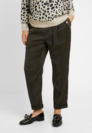 UNDERBUMP LUXE CARGO TROUSER - Kalhoty - khaki