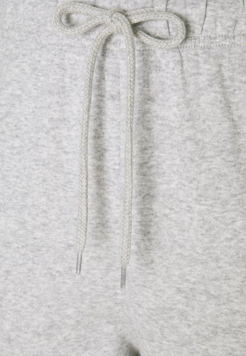 Pieces PCCHILLI PANTS - Jogginghose - light grey melange/hellgrau-meliert M5dW63