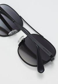 Guess - Sluneční brýle - black - 4