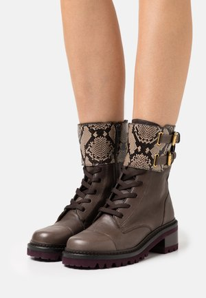 MALLORY LACE UP - Lace-up ankle boots - medium brown
