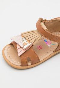 Shoo Pom - TITY FALLS - Sandali - light camel/pink/platine - 5