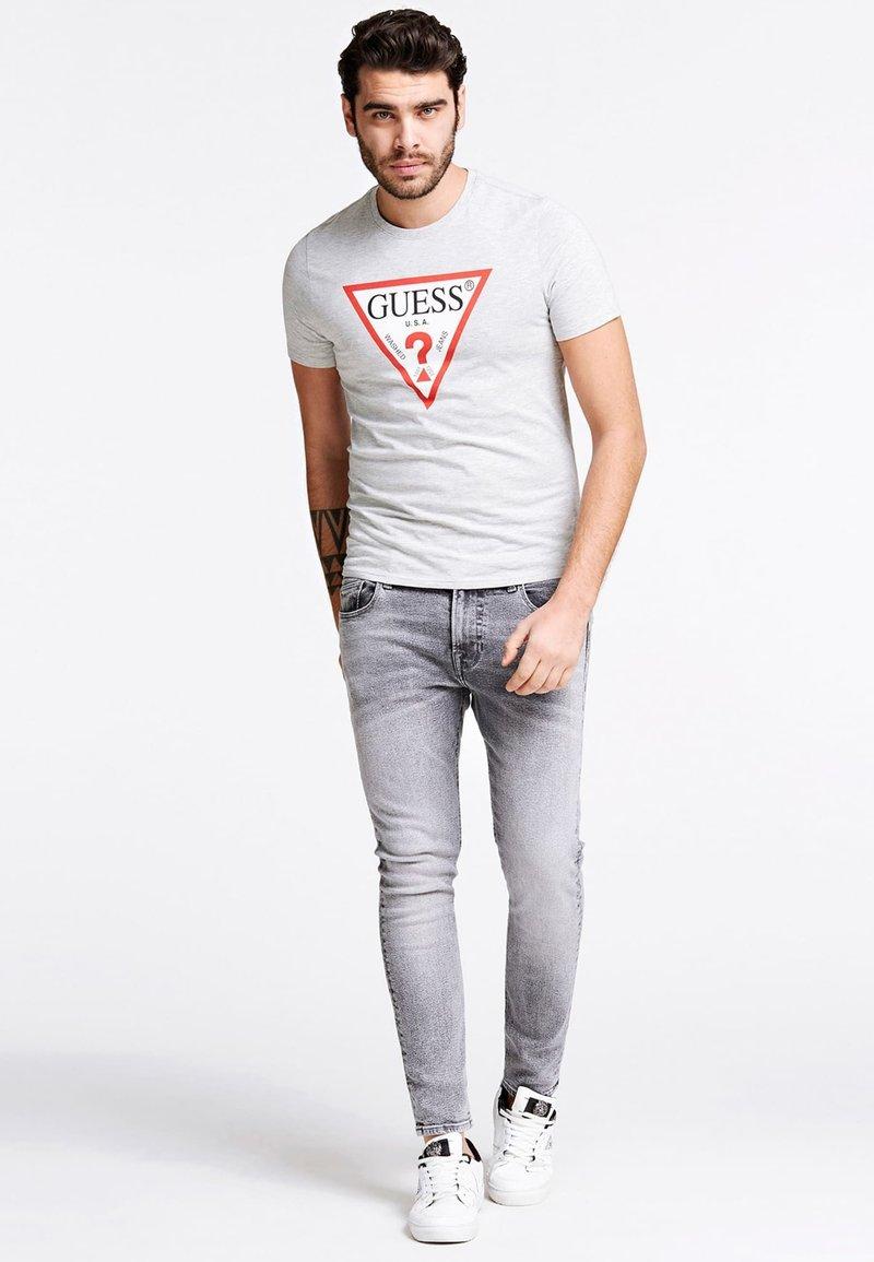 Guess ORIGINAL LOGO - T-Shirt print - gris clair/hellgrau PcOBFE