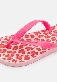Ipanema - CLASSIC KIDS - Pool shoes - pink/neon pink - 5