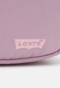 Levi's® - WOMENS MEDIUM BANANA SLING EMBROIDERED BATWING - Bum bag - light purple - 5