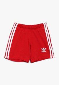 adidas Originals - TEE SET UNISEX - Shorts - white/scarlet - 2