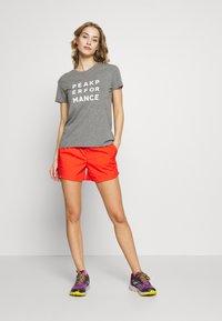 Columbia - WINDGATES - Shorts - bright poppy - 1