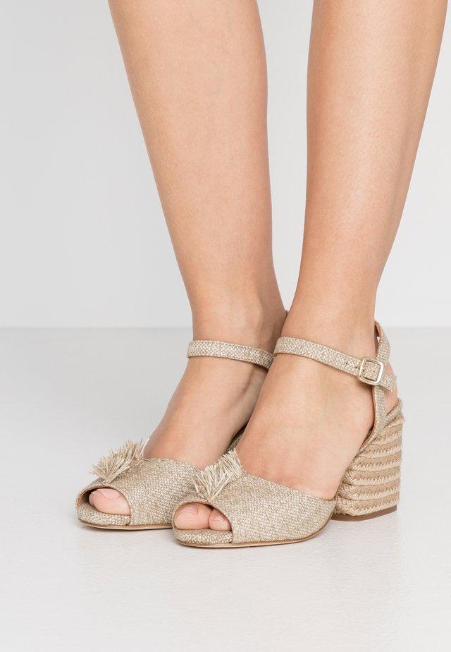 KIERSTEN - Sandaalit nilkkaremmillä - natural