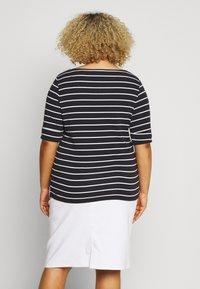 Lauren Ralph Lauren Woman - JUDY ELBOW SLEEVE - Print T-shirt - navy/white - 2