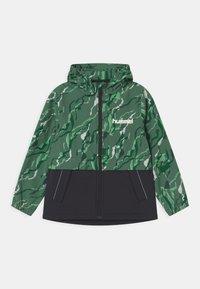 Hummel - CHUVA UNISEX - Soft shell jacket - green - 0