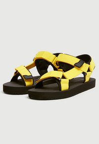 PULL&BEAR - NEONFARBENE SPORTLICHE - Walking sandals - mustard yellow - 2